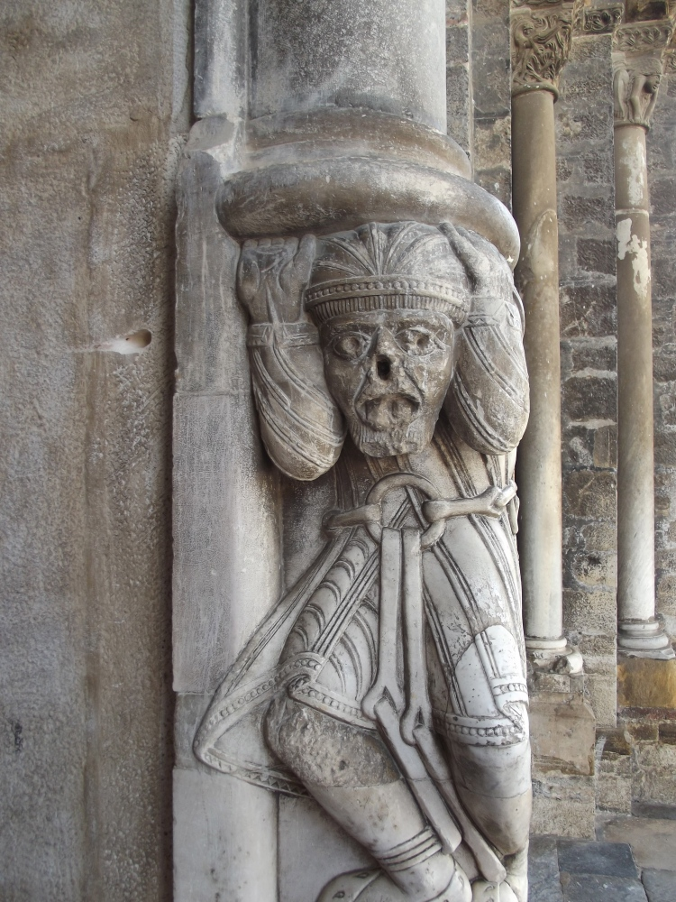 Church-snooping in Oloron Sainte Marie  (3/6)